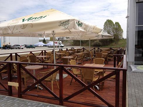 Caffe Maxis, Levice